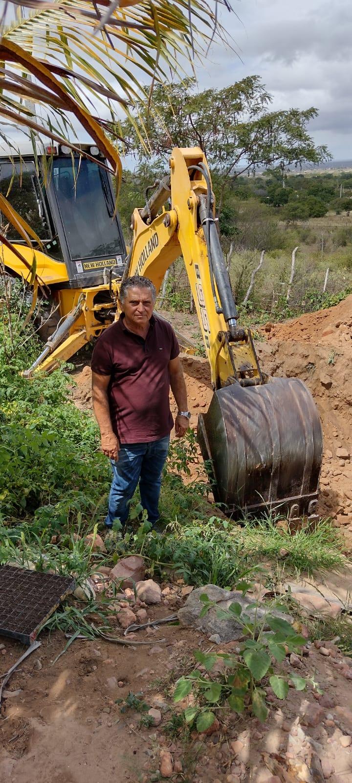 Prefeito visita obras de construção de cisternas em zona rural de Assunção