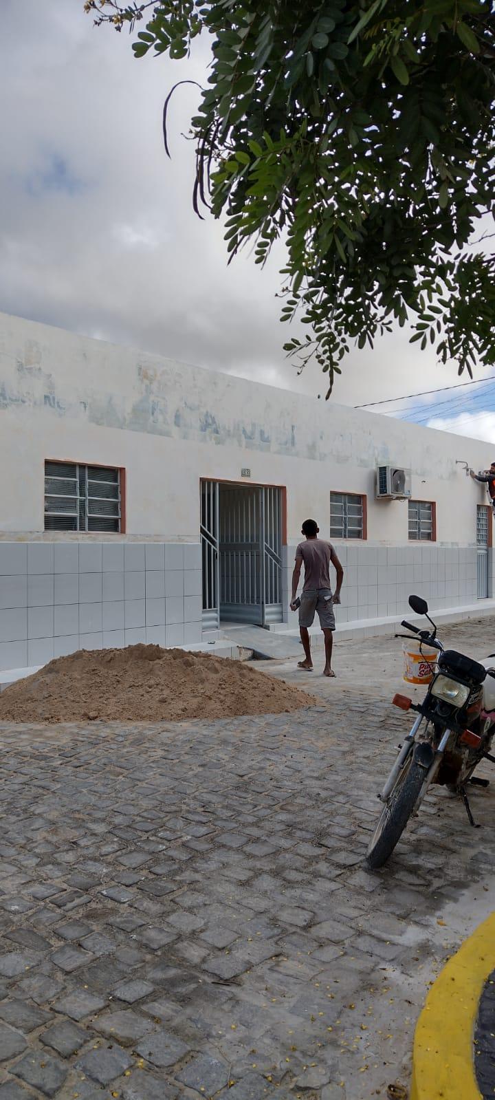 Prefeitura realiza manutenção de escolas para retorno das aulas
