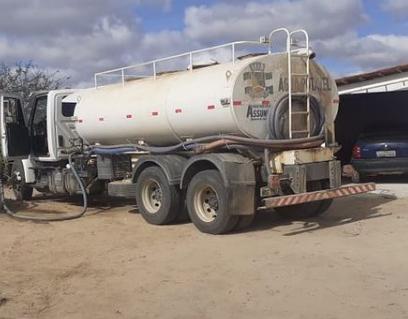 Prefeitura de Assunção realiza abastecimento de água em zona rural do município